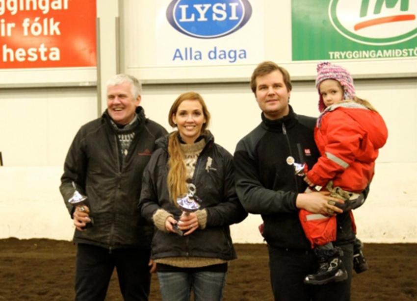 1. sæti: Sóllilja frá Hamarsey 2. sæti: Orka frá Haga (eig./rækt. Hannes Hjartarson) 3. sæti: Gísella frá Hamarsey Á myndinni eru frá vinstri: Hannes Hjartarson, Inga, Hannes og Hekla Rán.